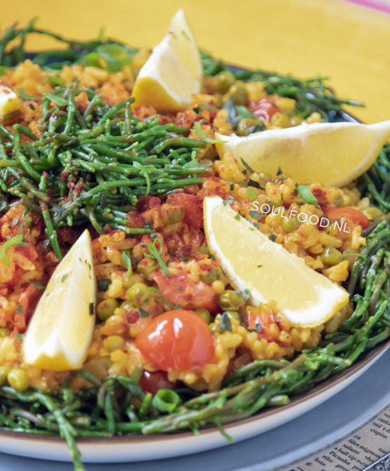 vegan paella met citroen en zeekraal recept