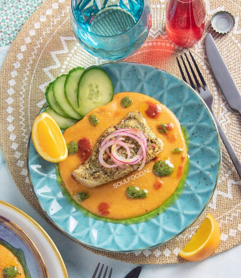 pompoenpolenta gegratineerde kabeljauw vis met een korstje