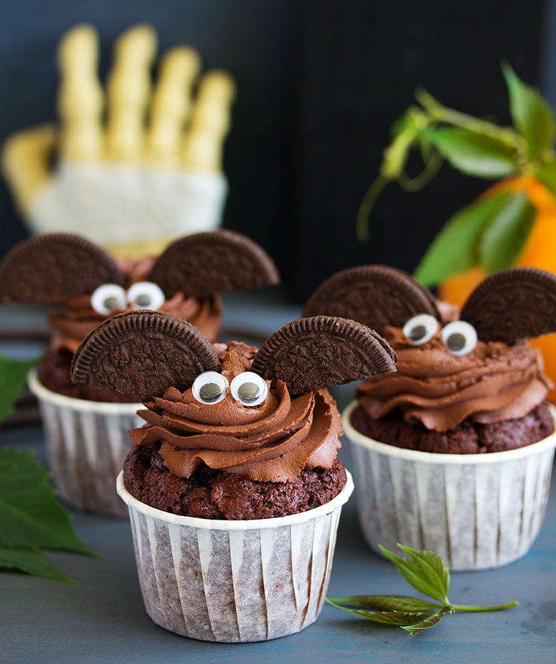 Halloween vleermuis cupcakes chocolade frosting botercrème
